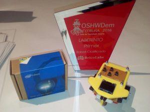 Robot resuelve laberintos en la OSHWDem 2017