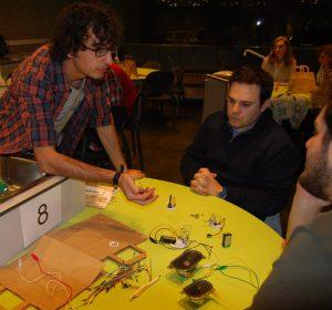 Taller de experimentos sonoros Mateo Mena en la OSHWDem 2017