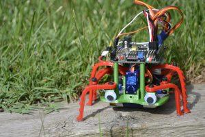 Robot con patas FPGA en la OSHWDem 2017